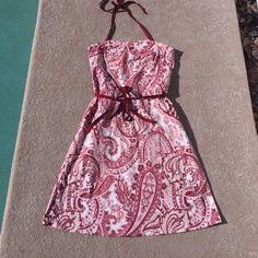 Old Navy Halter Dress Beautiful print on this Old Navy Halter dress, pinks and burgundy. Tie belt and light boning on the sides to hold it up. Skirt length is 21 inches. This is a classy, fun look. Perfect for dates or BBQ parties. Size 8. Old Navy Dresses Midi