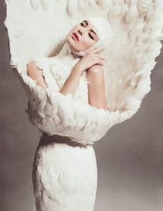 Alexander-McQueen-white-feather-cocktail-dress-fall-2009   A+FASHIONING