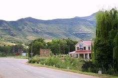 Clarens Photo Gallery Free State, Places Of Interest, Golden Gate, Places Ive Been, South Africa, Photo Galleries, National Parks, Country Roads, African
