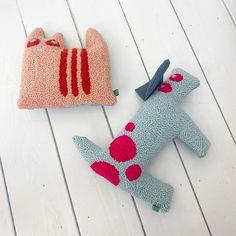 Eva Verbruggen - Textileartist (@hetateliervanevav) • Instagram-foto's en -video's Dinosaur Stuffed Animal, Punch Needle, Toys, Animals, Instagram, Activity Toys, Animales, Animaux, Clearance Toys