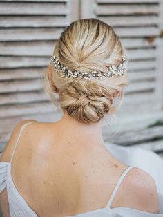 """Danielle"" Hair Vine Headpiece ""Danielle"" Hair Vine Headpiece – Bridal Hair Accessories by Hair Comes the Bride Bridal Comb, Bridal Headpieces, Bridal Gowns, Girl Hairstyles, Wedding Hairstyles, Wedding Upstyles, Classic Wedding Hair, Or Rose, Rose Gold"