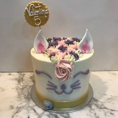 Tarta buttercream gato. Birthday Cake, Cupcakes, Desserts, Food, Fondant Cakes, Lolly Cake, Candy Stations, Cookies, One Year Birthday