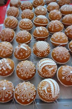 Gingerbread Cookies, Christmas Cookies, Christmas Ornaments, Biscuits, Cookie Decorating, Brownies, Muffin, Xmas, Lunch
