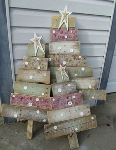 Homemade Christmas Decoration Ideas & Tutorials - Hative Diy Crafts For Home diy christmas crafts to do at home Noel Christmas, All Things Christmas, Christmas Ornaments, Rustic Christmas, Vintage Christmas, Outdoor Christmas, Simple Christmas, Christmas Signs, Scandinavian Christmas