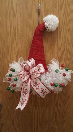 Santa Hat Christmas Gifts To Make, Christmas Hat, Christmas Projects, Christmas Holidays, Country Christmas Decorations, Christmas Mesh Wreaths, Xmas Decorations, Santa Wreath, Diy Wreath