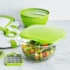 This amazing tool has all that you need with less the clutter. Pack that salad-on-the-go and let's go green! Check it out ==> http://gwyl.io/one-salad-station-sur-la-table/