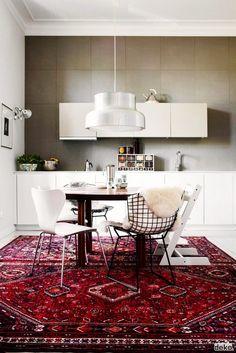 Trend Alert: Persian Rugs in the Kitchen via @domainehome PHOTO: Scandinavian Deko.