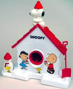 Snoopy and Peanuts Gang Snow Cone Maker. I miss my snoopy snow cone machine :( baby My Childhood Memories, Childhood Toys, Sweet Memories, Cherished Memories, Charlie Brown, Hello Kitty Imagenes, Snow Cone Machine, Nostalgia, Fraggle Rock