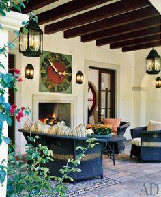 oriental-rug-Outdoor-sitting-area-by-Karin-Blake-in Los Angeles-architectural-digest-November-2009.jpg