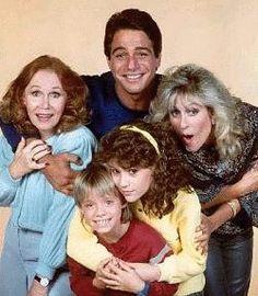 "Who's the Boss ou ""Madame est servie"" ! Best 80s Tv Shows, 80 Tv Shows, Old Shows, Great Tv Shows, Favorite Tv Shows, Childhood Tv Shows, My Childhood Memories, Best Memories, School Memories"