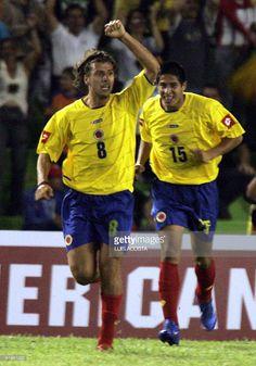 Fotografia de notícias : Juan Carlos Toja de Colombia celebra su gol ante...