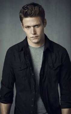 zach roerig. Hubba hubba. If they ever got rid of him, I'd be so upset. Love him!