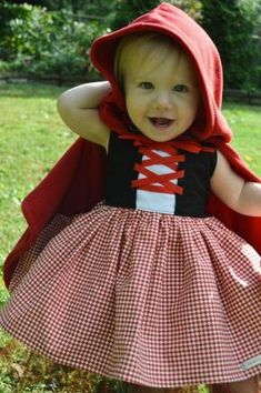 Guess what K is going to be this year for Halloween? Little Red Riding Hood! Isn't this costume precious? These pics are from . Costume Halloween, Baby Halloween, Halloween Makeup, Halloween Costume Patterns, Couples Halloween, Halloween City, Halloween College, Halloween Office, Halloween Recipe