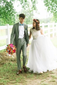 If you've followedThe Robertson clan on their hit show Duck Dynasty, you know how important family is to them. So whenThree Nails Photography sent the recentRobertson newlyweds, John Luke and Mary Kate'swedding albumour way, we knew it would be a