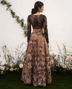 Women fashion Dresses Plus Size - Women fashion Winter Vintage - - Women fashion Videos 2018 2019 - - Indian Wedding Outfits, Pakistani Outfits, Indian Outfits, Pakistani Gowns, Pretty Dresses, Beautiful Dresses, Desi Clothes, Indian Clothes, Indian Lehenga