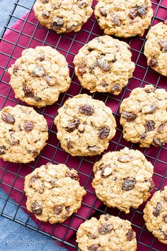 Easy Gluten Free Vegan Oatmeal Raisin Cookies (V, GF, DF): an easy recipe for soft and chewy oatmeal cookies bursting with juicy raisins. Raisin Cookie Recipe, Vegan Oatmeal Raisin Cookies, Cookies Vegan, Healthy Lactation Cookies, Healthy Vegan Snacks, Vegan Sweets, Vegan Desserts, Healthy Eats, Vegan Gluten Free