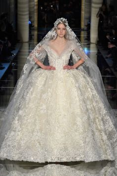 Fashion Friday: Zuhair Murad Spring 2016 Couture   http://brideandbreakfast.hk/2016/03/11/zuhair-murad-spring-2016-couture/
