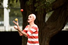 Cedric the juggling strongman Quirky Circus 2017 Circus 2017, Crowd, Brave