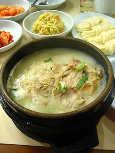 cup of sweet rice for 1 hour. Ginseng Chicken Soup, Ramen, Sweet, Ethnic Recipes, Food, Candy, Essen, Meals, Yemek