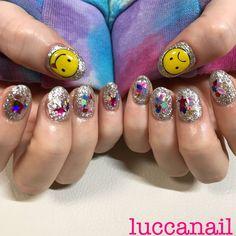 キラキラにこちゃんnail⌄̈⃝#ハンド #ジェルネイル #オールシーズン #お客様 #キラキラ#キラキラネイル #ニコちゃんネイル #にこちゃん#派手ネイル #派手#ラメ#ラメネイル... ネイルデザインを探すならネイル数No.1のネイルブック Asian Nail Art, Asian Nails, Korean Nail Art, Korean Nails, K Pop Nails, Cute Nails, Hair And Nails, My Nails, Japanese Nail Art