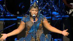 Thandiswa Mazwai- Nizalwa Ngobani LIVE