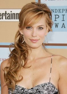 Molly Sims with a half up and half down style with soft curls #mollysims #soft #curls #celebs #hairstyles