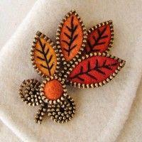 Felt and zipper leaf brooch Zipper Flowers, Felt Flowers, Fabric Flowers, Zipper Bracelet, Zipper Jewelry, Felt Brooch, Beaded Brooch, Jewelry Crafts, Jewelry Art