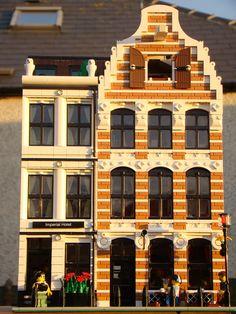 2 Dutch buildings on one 32 x 32 baseplate   por barriecrossan@btinternet.com