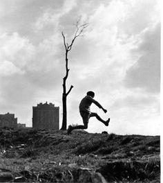 DOISNEAU Robert, La poterne des peupliers, Paris, photographie, 1934, ©www.robert-doisneau.com