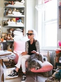 7 Reasons Linda Rodin Is The Ultimate Natural Beauty Icon Linda Rodin's beauty motto: get out the door ASAP, spend 15 minutes getting ready Quirky Fashion, Look Fashion, Timeless Fashion, Petite Fashion, Fashion Ideas, Living Under A Rock, Advanced Style, Rodin, Aging Gracefully