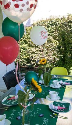 Last Minute - Tischdeko für die Einschulungsparty - elf19.de Fondant, Puns, Table Decorations, Last Minute, School Kids, Back To School, Balloons, Pies, Clean Puns