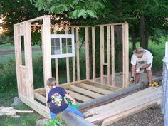 """Welcome to Kriquet's """"Kyckling Trädgård"""" Our summer has been spent constructing a beautiful playhouse for the newest members of our family! Large Chicken Coop Plans, Chicken Coops, Raising Chickens, Chickens Backyard, Play Houses, Construction, Outdoor Decor, Beautiful, Creatures"""