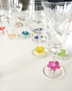 Flower names Flower names Flower Power Party, Laser Paper, Glass Centerpieces, Flower Names, Dining Decor, Bbq Party, Wine Charms, Deco Table, Dinner Table