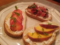 The FeauxCajun Kitchen: All Things Peach!- For a nice appetizer, goat cheese on a toasted baguette slice plus peaches and mint. Baguette Appetizer, Peach Bread Puddings, Tomato Bruschetta, Tempura, Goat Cheese, Clean Eating Snacks, Peaches, Food Processor Recipes, Cravings