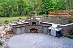 This patio idea includes a patio design, waterfalls and pond, outdoor kitchen island and even a pizza oven. The design was worked into an existing slope. Patio Kitchen, Outdoor Kitchen Design, Outdoor Kitchens, Kitchen Islands, Outdoor Spaces, Patio Pergola, Backyard Patio, Patio Pond, Flagstone Patio