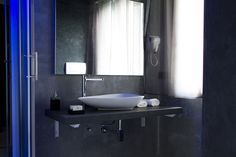 New York Bath room in Black and Grey style