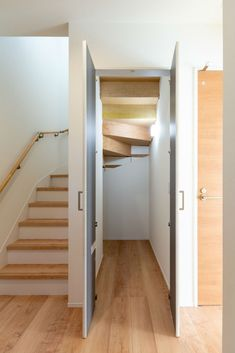 Home Stairs Design, Home Building Design, Interior Stairs, Home Room Design, Loft Staircase, House Stairs, House Front Design, Modern House Design, Small Toilet Room