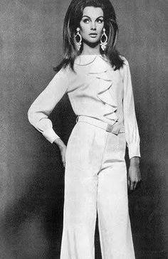 Jean Shrimpton, photo by David Bailey, Vogue UK July 1966 Vintage Mode, Vintage Glam, Fashion Images, Fashion Models, Kate Moss, Look Jean, Jean Shrimpton, Vintage Outfits, Vintage Fashion