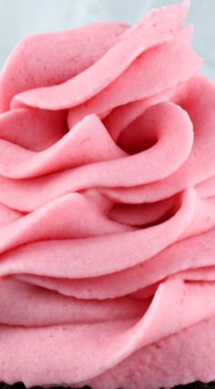 The Best Raspberry Buttercream Frosting ~ Light and fresh with just a hint of tart, this yummy homemade butter cream frosting will take whatever you are baking to the next level (Pink Butter Cream) Cupcakes, Cake Cookies, Cupcake Cakes, Raspberry Buttercream Frosting, Raspberry Cake Filling, Strawberry Frosting, Homemade Butter, Homemade Frosting, Cake Fillings