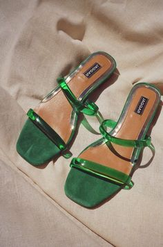 Best Slide Sandals For Summer - Comfortable, Cute Shoes - FootWear Sock Shoes, Cute Shoes, Me Too Shoes, High Heels, Shoes Heels, Flats, Heeled Sandals, Sacs Design, New Mode