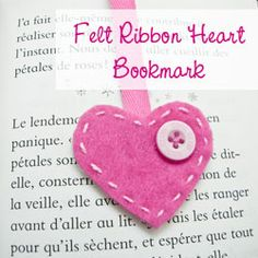 Cute DIY Valentine's felt braclets | Bookmark { Felt Heart } - How to make a bookmark - The D.I.Y. Dreamer