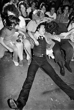 Bruce Springsteen performing laying down on the first row of fans, 1978 © Lynn Goldsmith Music Icon, My Music, Elvis Presley, Lynn Goldsmith, Bruce Springsteen The Boss, Springsteen Concert, The Boss Bruce, Just Keep Walking, E Street Band