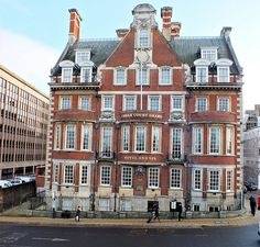 Cedar Court, York, five star hotel in York city centre, jazz age wedding venue or cocktail making classes for hen parties. See the review at www.theweddingreviewspot.com