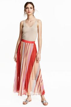 Pleated chiffon skirt: Ankle-length skirt in patterned, pleated chiffon with a concealed zip in the side. Chiffon lining.