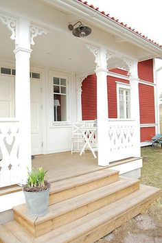 to live in a house like this. More schwedenhaus, Swedish Cottage, Swedish House, Cottage Style, Red Cottage, Porches, Pergola, Porch Steps, Front Steps, Porte Cochere