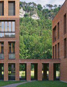 baumschlager eberle: Villa Menti Brick Architecture, Cultural Architecture, Classical Architecture, Architecture Details, Interior Architecture, Building Exterior, Brick Building, Brick Detail, Brick Facade