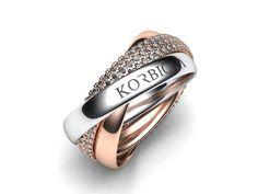 Velice oblíbený prsten složený ze tří volně se pohybujících kroužku navzájem propletených do sebe. Jakákoliv variace barev a kamenů je možná.