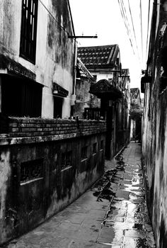 #HoiAnAlley  Please like, share, repin or follow us on Pinterest to have more interesting things. Thanks. http://hoianfoodtour.com/ #hoian #smallalley #ancienttown #oldtown