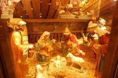 Wie traditionell, steht auch eine Krippe auf dem Weihnachtsmarkt.