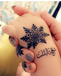 Check collection of 41 Mehndi Designs For Eid to Try This Year. Eid ul fitar 2020 includes mehndi designing, girls decorate their hands with mehndi designs. Mehendi Designs For Kids, Baby Mehndi Design, Latest Henna Designs, Henna Tattoo Designs Simple, Finger Henna Designs, Henna Art Designs, Mehndi Designs For Beginners, Mehndi Design Photos, Mehndi Simple